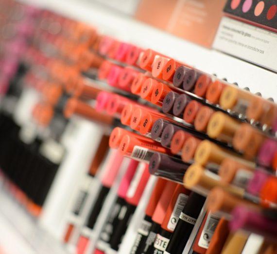 Kenapa kalian harus menggunakan produk kosmetik brand lokal